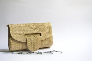 Read more about the article Sac en paille : un accessoire traditionnel au goût du jour